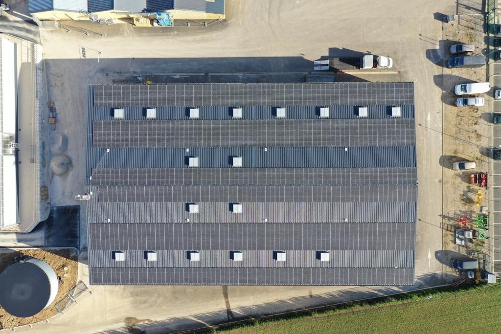 vue aérienne bâtiment photovoltaïque
