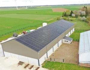 Installation de panneaux photovoltaïques agricoles sur une exploitation par le Groupe Roy Énergie