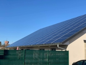 Panneaux photovoltaïques du Groupe Roy Énergie sur un bien immobilier