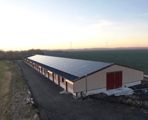Exploitation industrielle équipée par le Groupe Roy Énergie de panneaux photovoltaïques