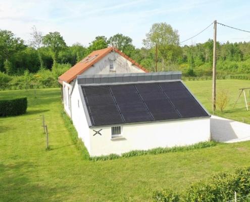 Maison équipée de panneaux photovoltaïques par le Groupe Roy Énergie
