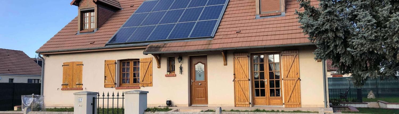 Installation de panneaux photovoltaïques sur un pavillon par le Groupe Roy Énergie