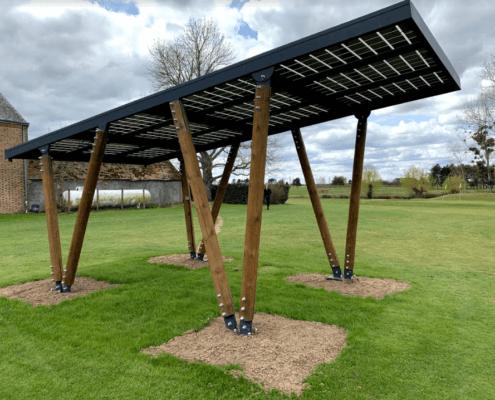 Carport photovoltaïque installé par GROUPE ROY ÉNERGIE