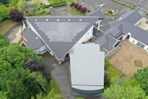 Salle des fêtes de Saint Jean le Blanc 45650 équipée de panneaux photovoltaïques par le Groupe Roy Énergie 3