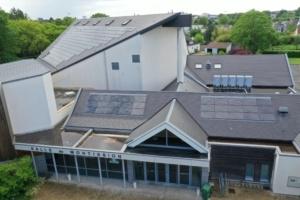 Salle des fêtes de Saint Jean le Blanc équipée de panneaux photovoltaïques du Groupe Roy Énergie