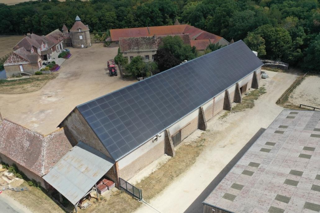 toit hangar agricole recouvert de panneaux photovoltaïques