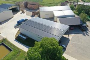 hangar agricole recouvert de panneaux photovoltaïques