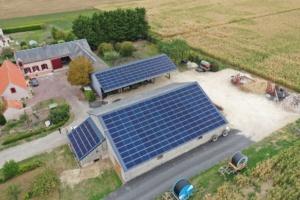 vue aérienne hangar photovoltaïque dans le Loiret