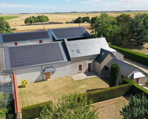 trois bâtiments agricoles équipés de panneaux photovoltaïques