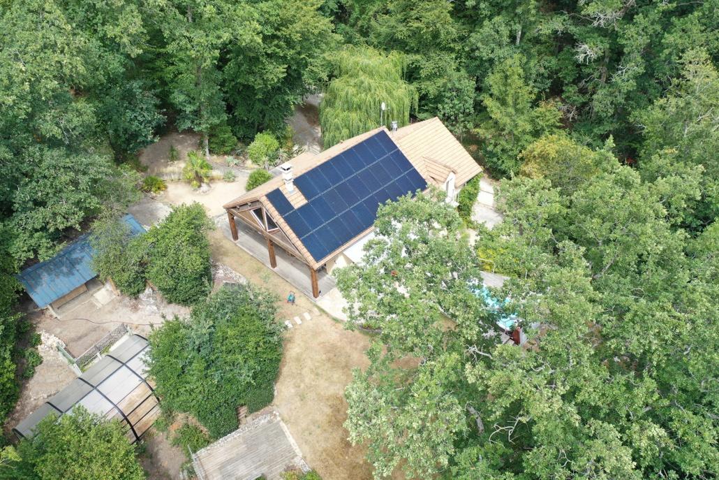 vue aérienne d'une installation photovoltaïque GRE en Yvelines