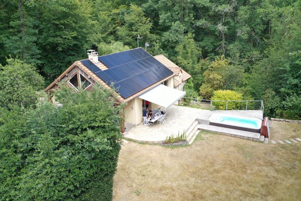 maison équipée de panneaux photovoltaïques en Yvelines par GROUPE ROY ÉNERGIE