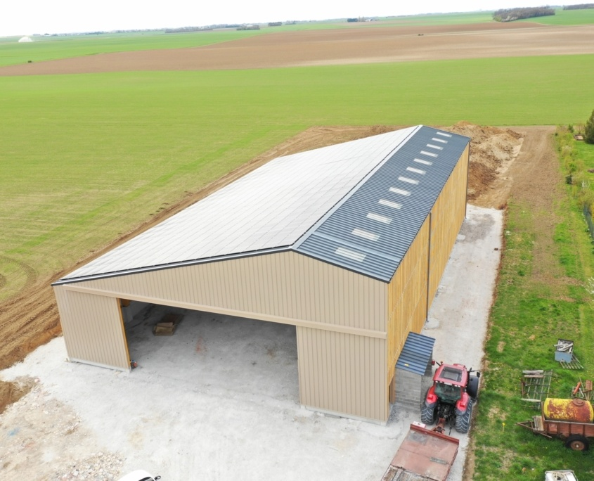 hangar agricole équipé de panneaux photovoltaïques