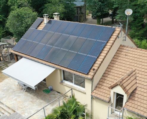 maison avec panneaux photovoltaïques pour autoconsommation