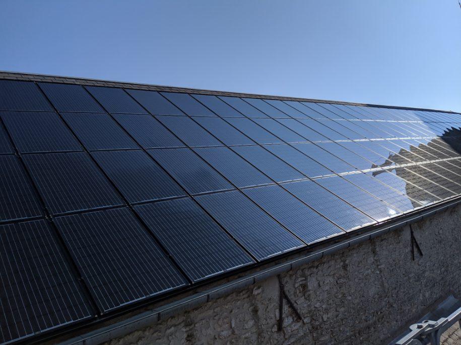 Panneau photovoltaïque noir