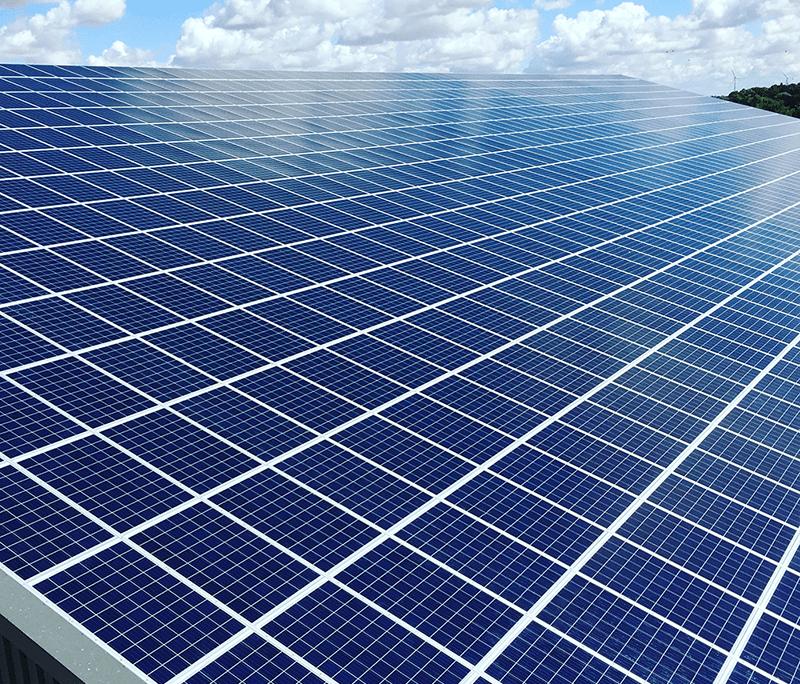 Panneau photovoltaïque bleu
